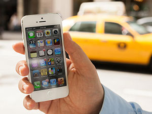 iphone5 lifestyle outside